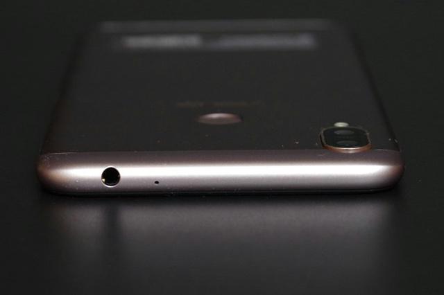 ZenFone_Max_M2_05.jpg