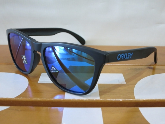Oakley19Frogskins3