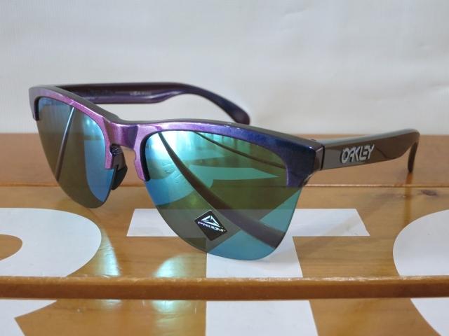 Oakley19FrogskinsLite3