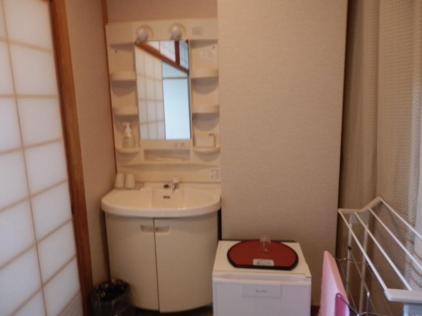 広縁 洗面台、冷蔵庫