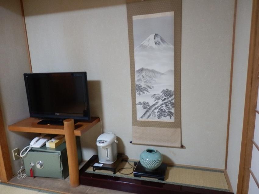 テレビ、電気ポット、金庫