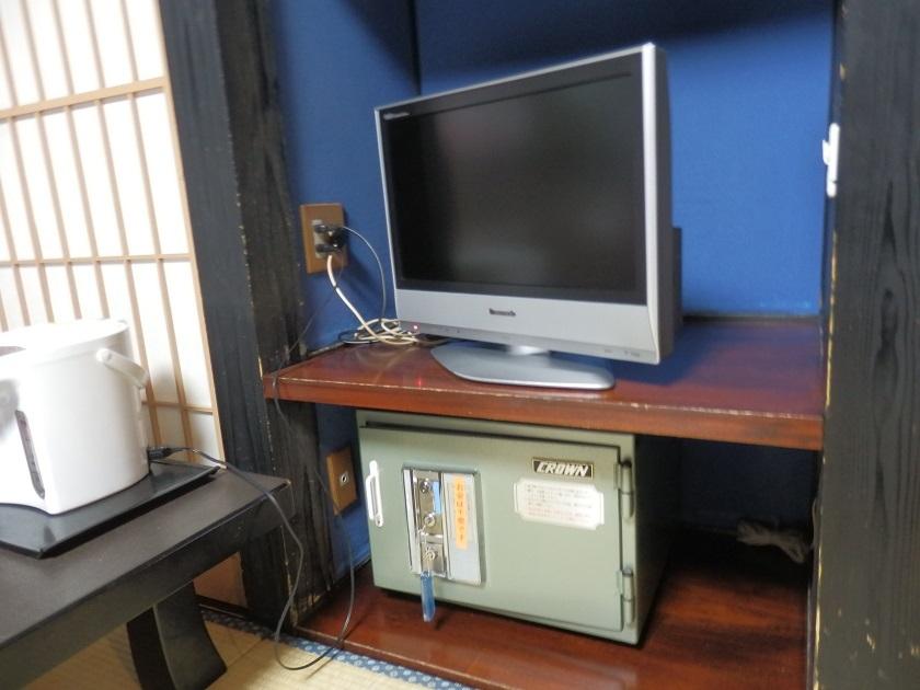 テレビ、金庫