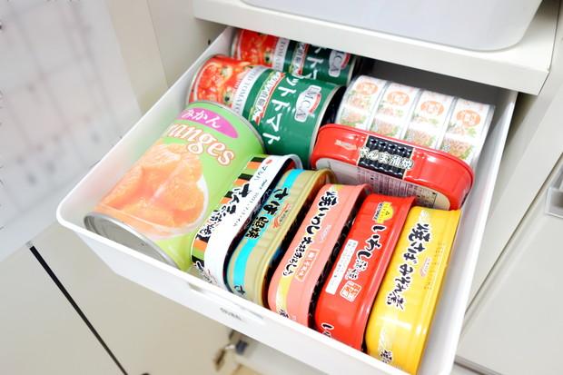 セリア・ラッセバスケットA4・キッチン・パントリー・缶詰①
