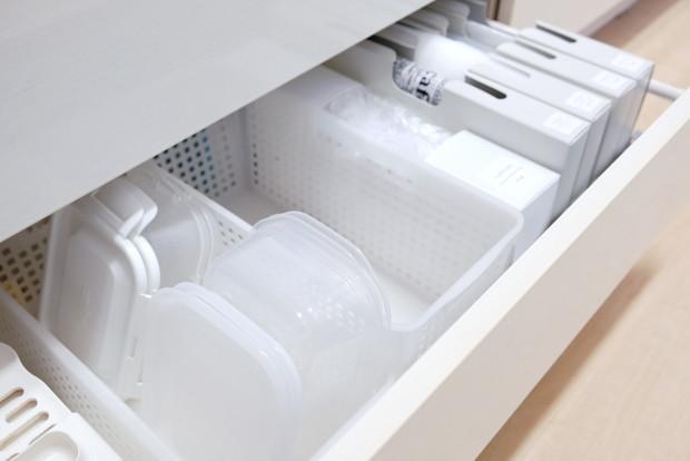 セリア・とにかく洗いやすい保存容器・キッチンシンク下・最下段引出し①