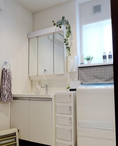 洗面所全体・IKEA・SCHOTTIS プリーツブラインド①