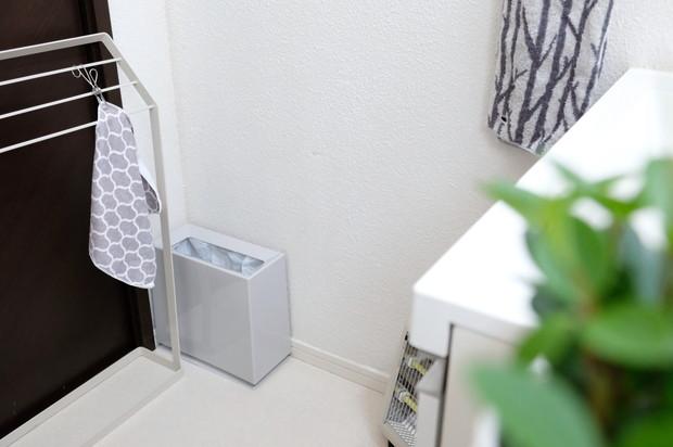 ideaco・チューブラーブリック・ゴミ箱・グレー・洗面所②