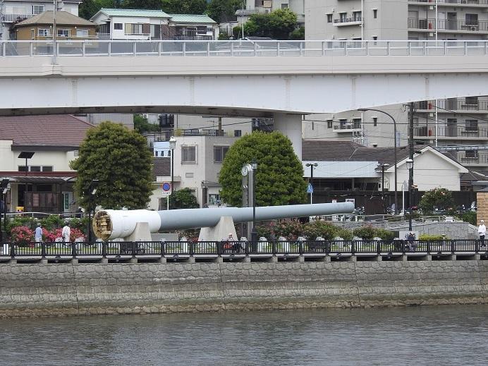 船上から陸奥の主砲