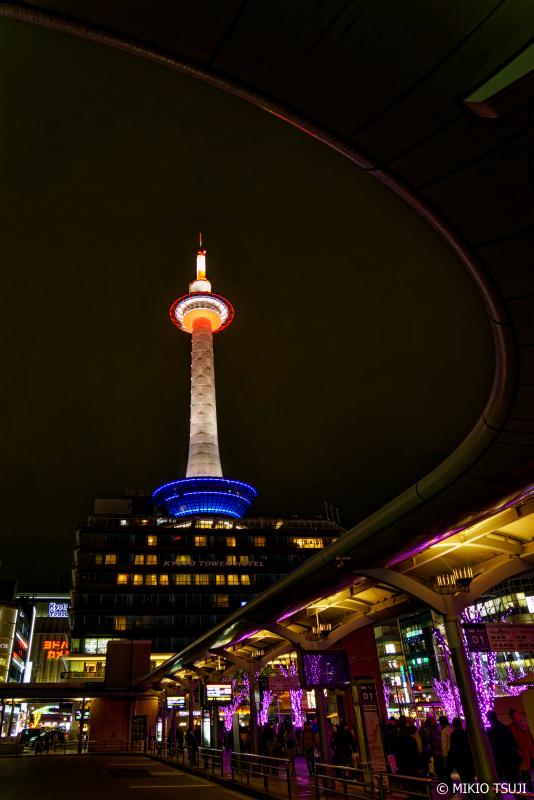 絶景探しの旅 - 0889 ライトアップ京都タワー (京都市 下京区)