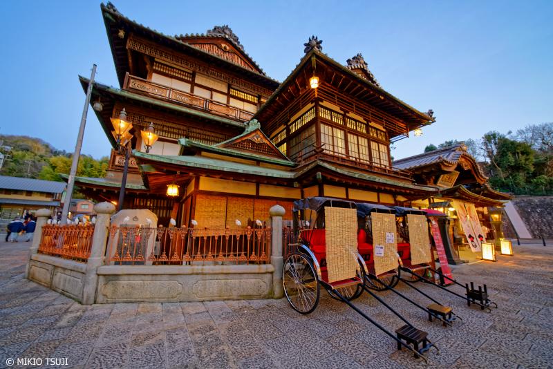 絶景探しの旅 - 0891 夕暮れ近づく道後温泉本館 (愛媛県 松山市)