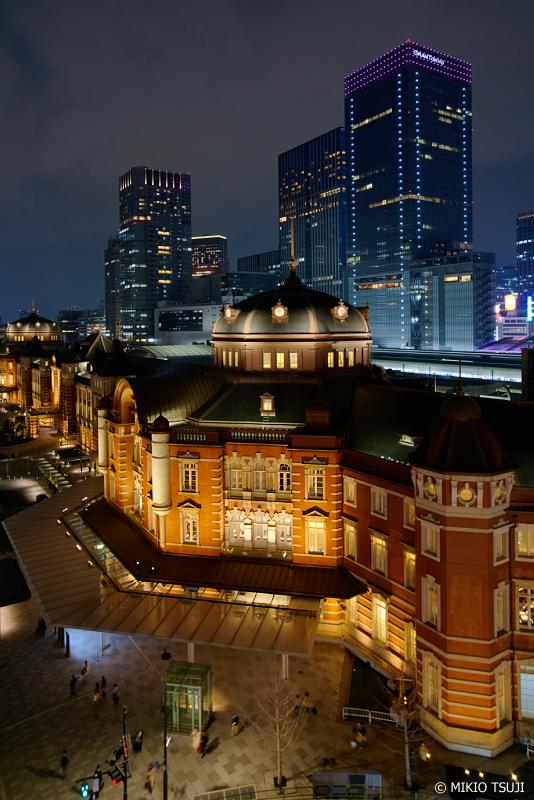 絶景探しの旅 - 0899 夜のビル街に浮き出す東京駅のドーム (東京都 千代田区)