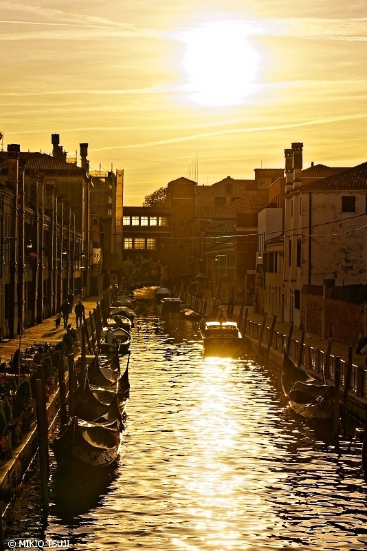 絶景探しの旅 - 0901黄金に輝く運河 (イタリア ベネチア)