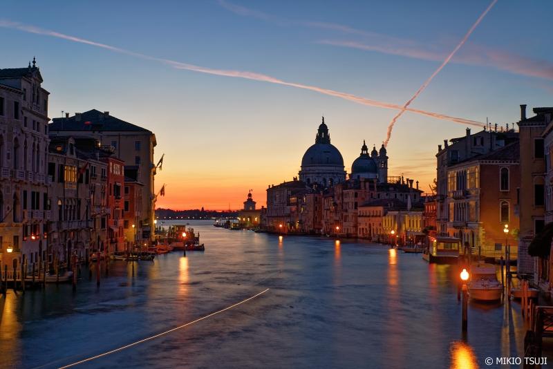 絶景探しの旅 - 0933 空が明らむカナル・グランデ (イタリア ベネチア)