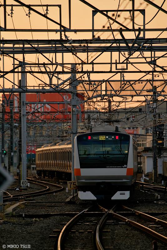 絶景探しの旅 - 0938 朝焼け色に包まれる東京に向かう各駅停車 (東京都 八王子市)