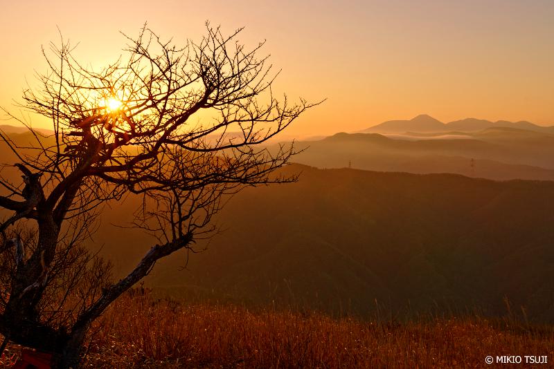 絶景探しの旅 - 0945 遠景の富士山を望む (高ボッチ高原/長野県 岡谷市)