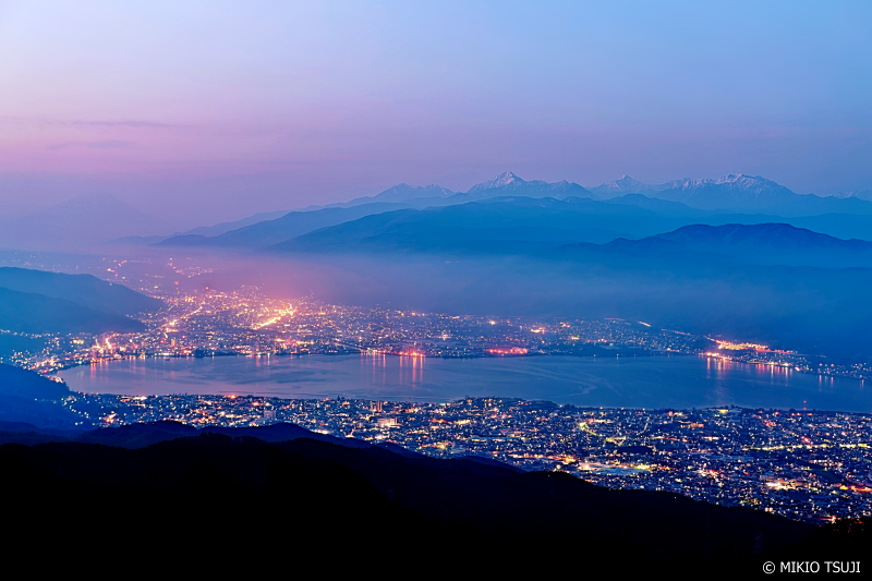 絶景探しの旅 - 0944 諏訪湖と南アルプスの夜明け (高ボッチ高原 長野県 岡谷市)