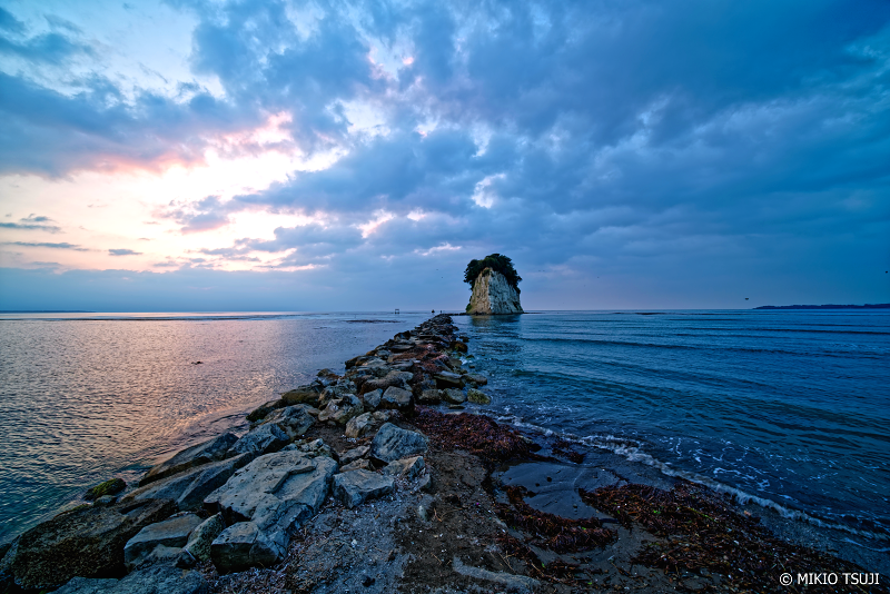 絶景探しの旅 - 0964 見附島の夜明け (石川県 珠洲市)