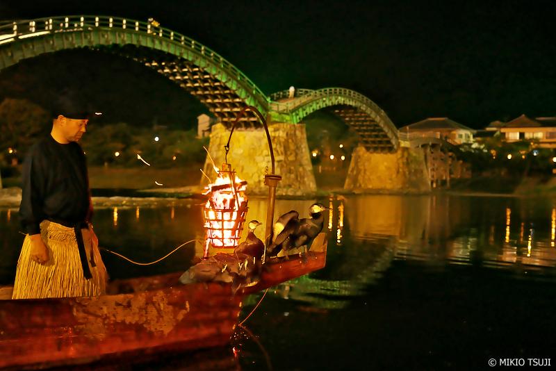 絶景探しの旅 - 0977 鵜匠と船上で休む鵜たち (山口県 岩国市)
