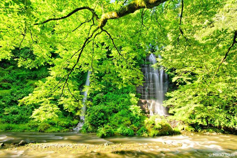 絶景探しの旅 - 0987 六月の緑栄える二本の滝 「太郎次郎滝」 (山梨県 都留市)
