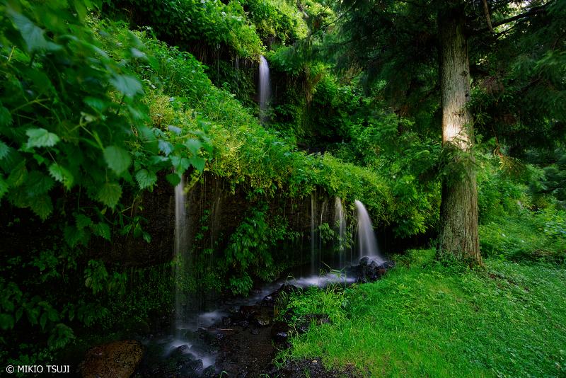 絶景探しの旅 - 0988 夏狩の湧き水落ちる岩壁 (山梨県 都留市)